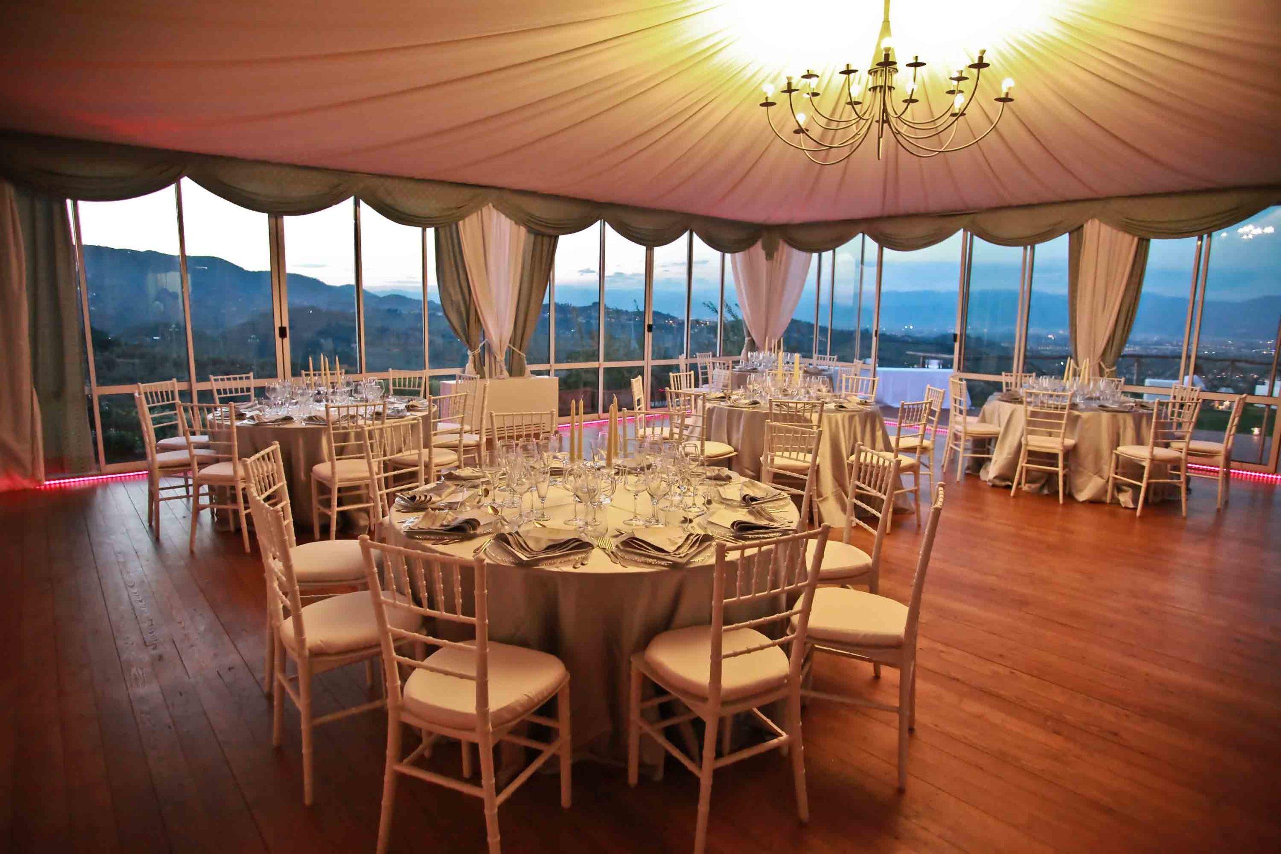 vista-dal-interno-gazebo-allestimento-wedding-ristorante